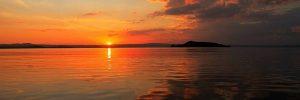 Aperitivo in barca al tramonto sul lago di Garda